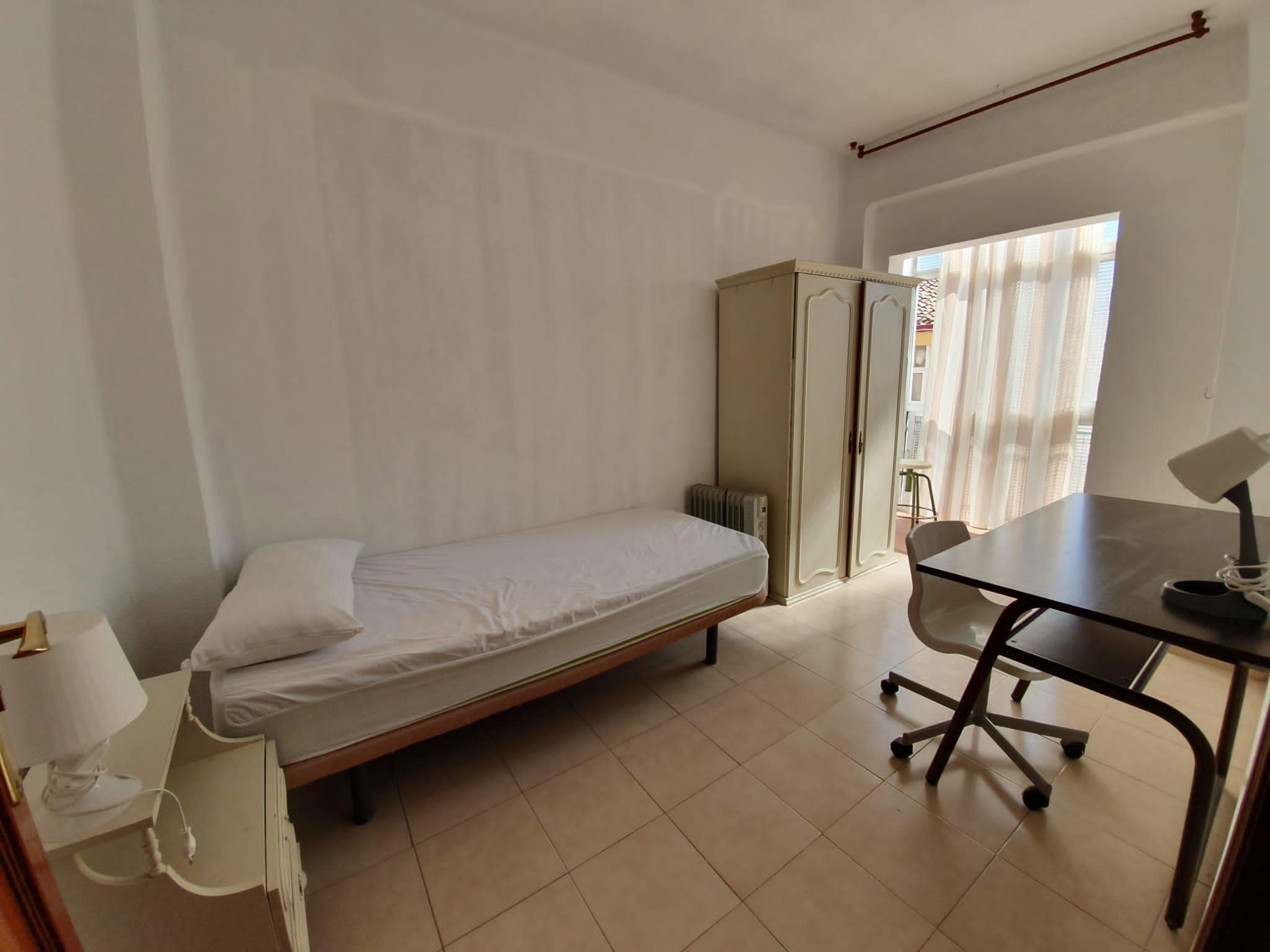 Excellent single Room at Plaza De Toros